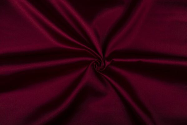 Glimmende stof bordeaux rood